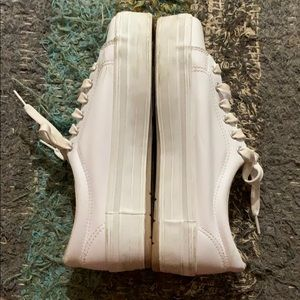 Hanes Shoes - 90s Hanes White Leather Shoes!